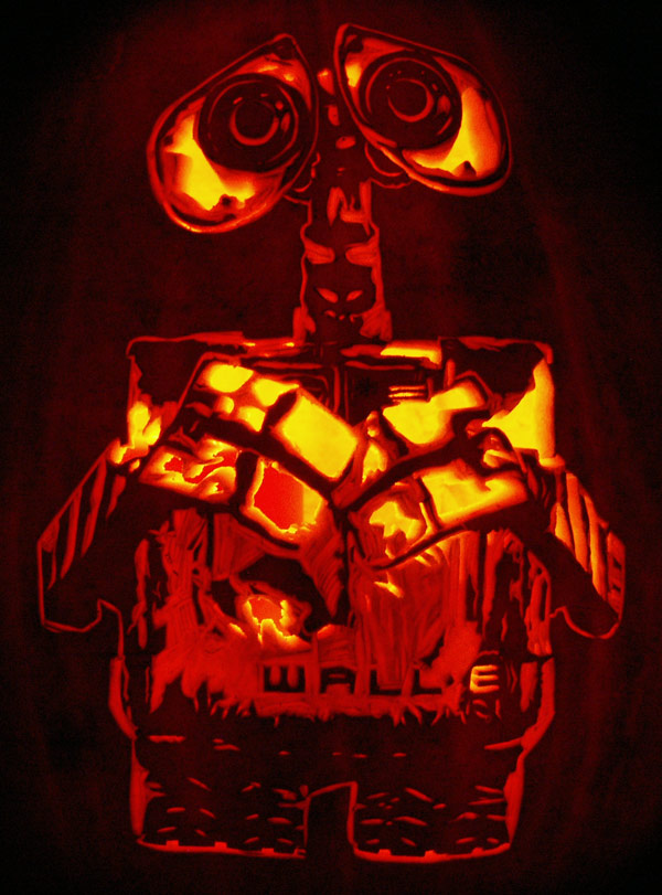 Pumpkin Carving: Wall E - Nam