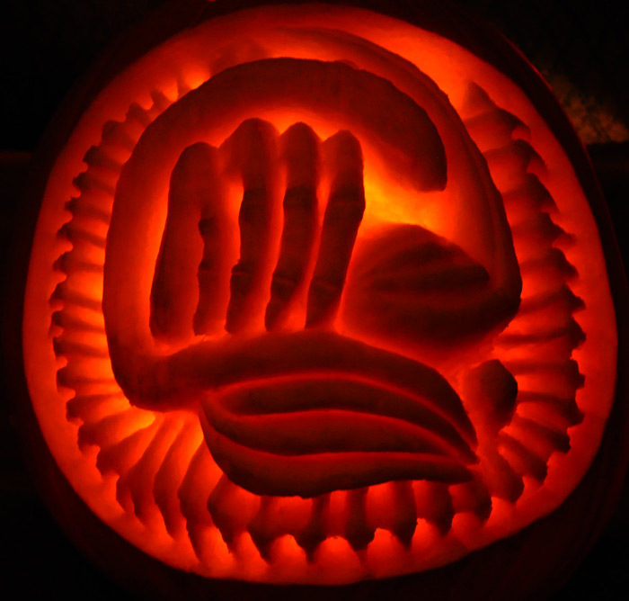 Pumpkin Carving: Alien Face Hugger Egg Sculpt - Noel