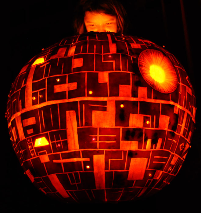 Pumpkin Carving: Deathstar - 2009 - Noel