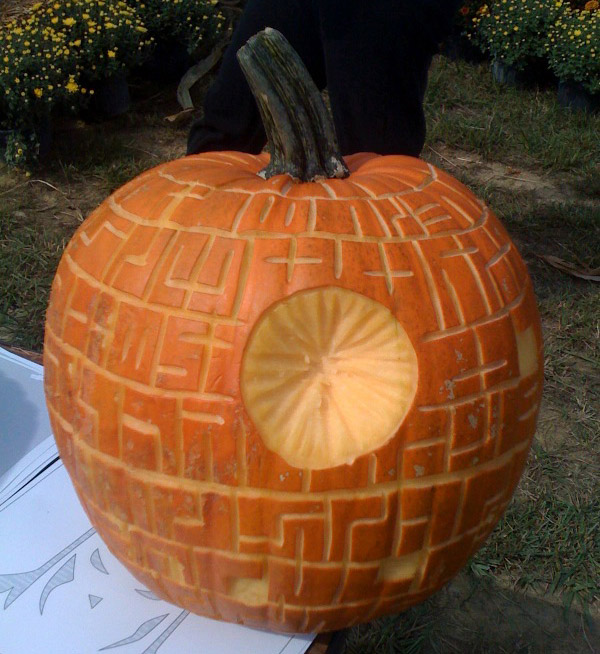 Pumpkin Carving: Mini Me Deathstar - Noel