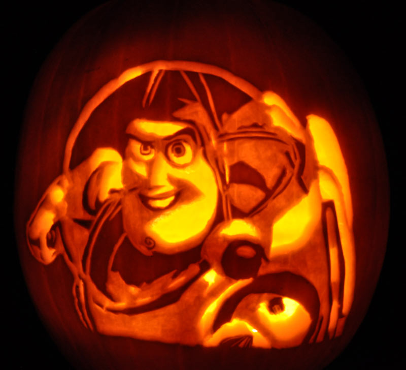 Pumpkin Carving: Buzz Lightyear - Noel