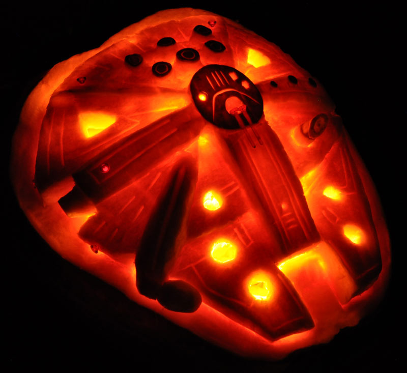 Pumpkin Carving: Millennium Falcon - Star Wars - Noel