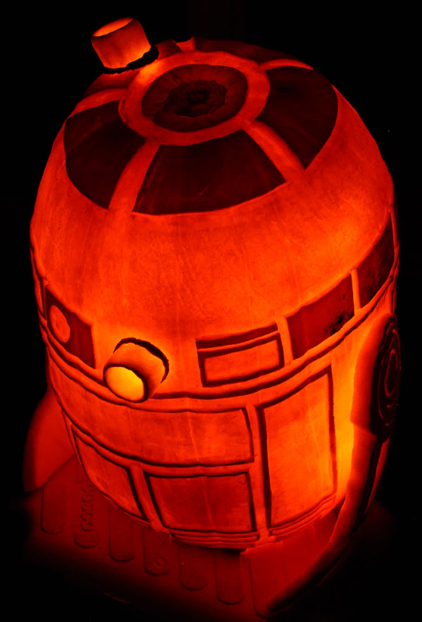 Pumpkin Carving: R2D2 - Star Wars - Noel