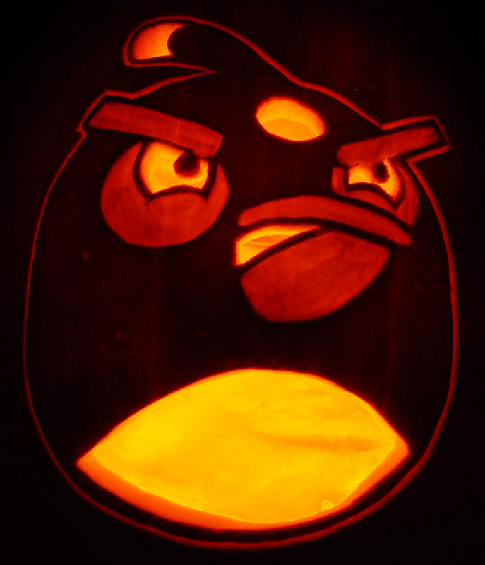 Pumpkin Carving: Angry Birds Bomb Bird - Noel