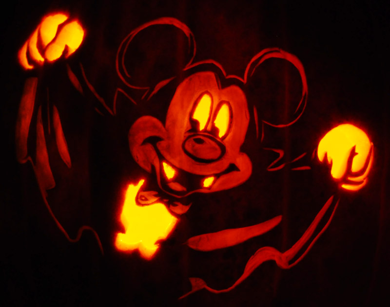 Pumpkin Carving: Mickey Vamp - Nam